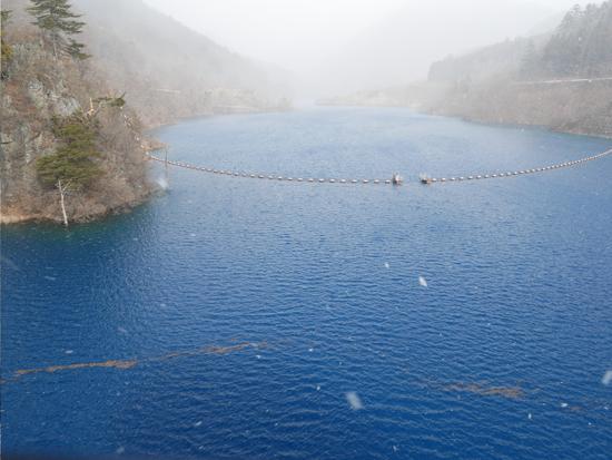 奥四万湖のシマブルー