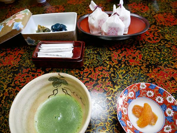 千曲乃湯しげの家 普通の緑茶じゃなくてお抹茶なのが珍しくて嬉しい