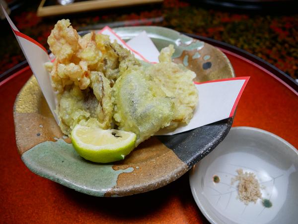 千曲乃湯しげの家 きのこ会席 揚物:色んなキノコの天ぷら!!初めて食べるものも多く味や食感のバリエーションに驚く